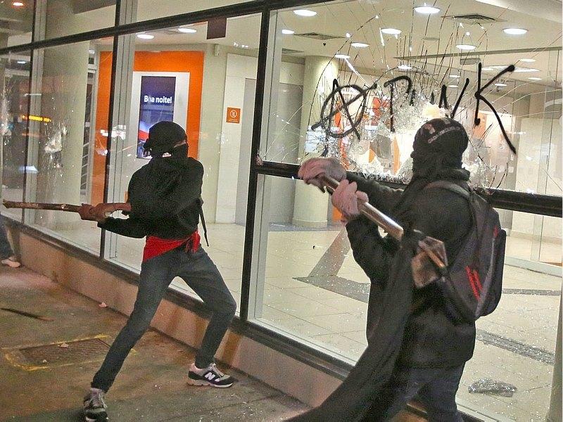 Black Bloc Caetano Veloso vandalismo depredação saques selvageria protestos manifestações arruaceiros (6)