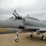 Marinha realiza teste em voo com aeronave Skyhawk AF-1B modernizada