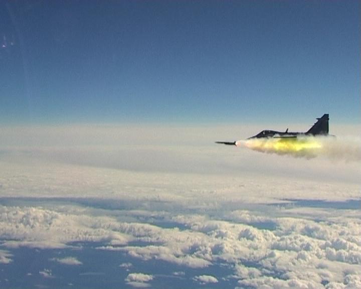 Gripen-dispara-míssil-Meteor-foto-FMV