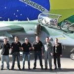 Embraer inicia entrega de caças à FAB