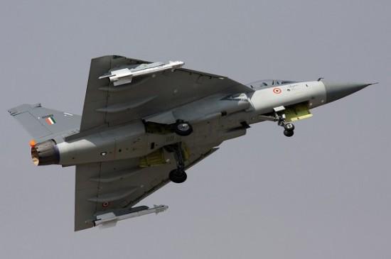Tejas-míssil-ar-ar-Vympel-R-73-600x399