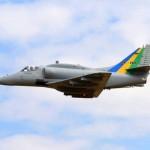 Protótipo da aeronave VF-1 modernizada realiza primeiro voo à BAeNSPA
