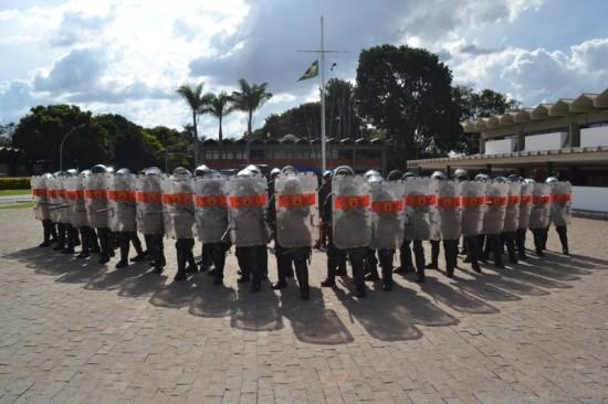 Militares do Grupamento de Fuzileiros Navais  deBrasília realizando treinamento para a Copa do Mundo 02