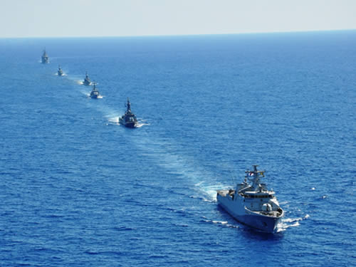 """Navios da FTM UNIFIL em """"FORM UNO"""""""