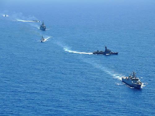 Navios da FTM-UNIFIL em manobras táticas no mar Mediterrâneo