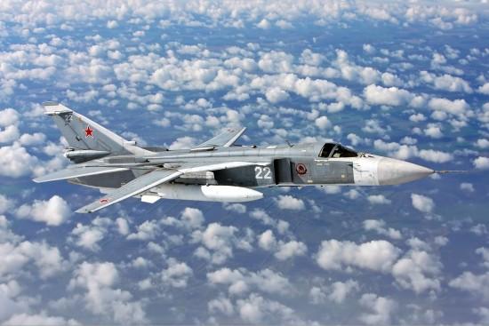 Sukhoi_Su-24_inflight_Mishin
