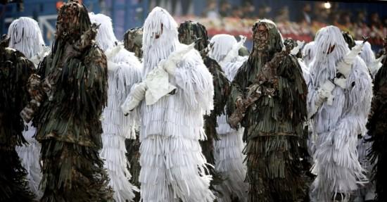 batalhao-de-militares-camuflados-chama-atencao-durante-desfile-em-teera-a-capital-do-ira-o-comandante-geral-das-forcas-armadas-iranianas-ataollah-salehi-disse-no-evento-que-o-poder-belico-1366319885649_95