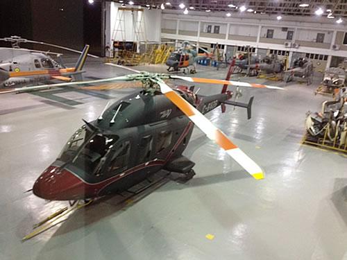"""Aeronave """"Bell 429 WLG"""" no hangar do EsqdHU-1"""
