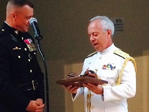 C Alte Seixas, representando a MB, recebe o título de Adido Naval do Ano