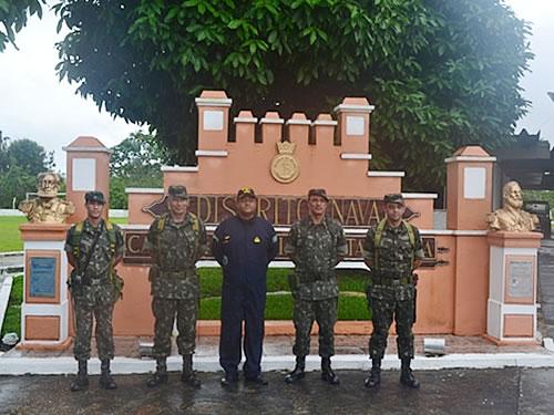 Comandante da 16ª Brigada de Infantaria de Selva e sua comitiva
