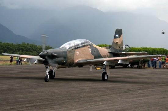Embraer-T-27-Tucano-Fuerza-Aerea-Hondurena-FAH-258-foto-wikimedia-N-Mejía
