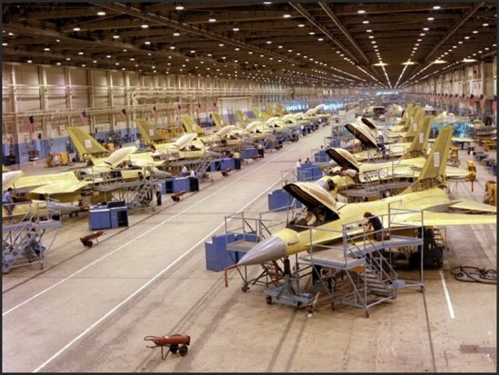 F-16-assembly-line-photo-LM