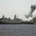 O USS Mesa Verde (LPD-19) entra no Golfo Pérsico para possível ação no Iraque