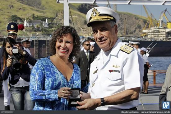 Presidente em Exercício da Casa da Moeda do Brasil, Sra. Lara Caracciolo Amorelli e o Comandante da Marinha, Almirante-de-Esquadra Julio Soares de Moura Neto.