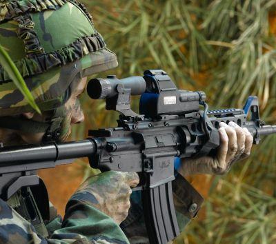 140705_fusil_mira_soldado_ares_brasil_ejercito_roberto-caiafa_734x650