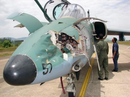 AMX-depois-de-choque-com-pássaro-1-580x435