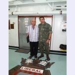 Militar da Força-Tarefa Marítima da UNIFIL recebe visita de parente libanês em Beirute