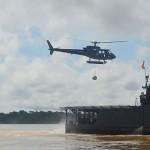 """Grupo–Tarefa da Flotilha do Amazonas realiza procedimento """"VERTREP"""" com aeronave embarcada"""