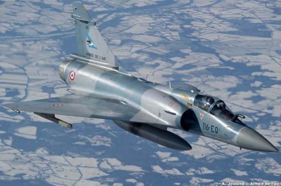 Mirage-2000-5-do-esquadrão-Cigognes-em-voo-foto-Força-Aérea-Francesa