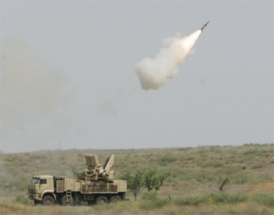 Pantsyr-S1_air_defense_missile_system_anti-aircraft_gun_sa-22_greyhound_Russia1