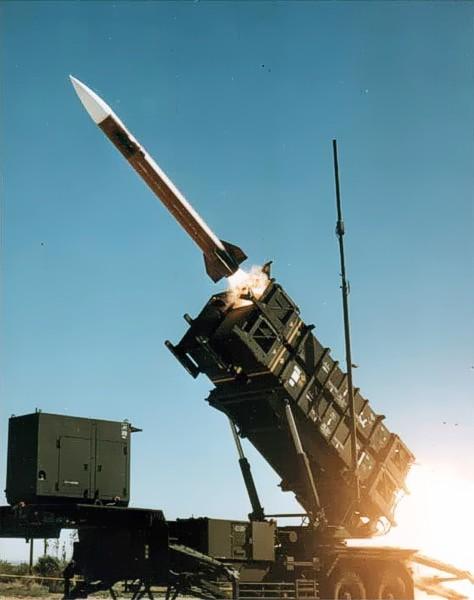 Patriot_missile_launch_b