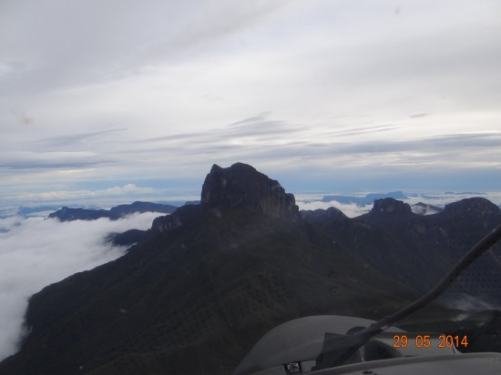 Sobrevoando Pico da Neblina, Amazonas_ Dmavex