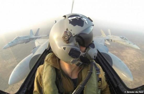 caças-Mirage-2000-e-F-18-no-Dijibouti-foto-Força-Aérea-Francesa-580x380