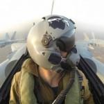 """Mirages 2000 da Armée de l'Air e F/A-18 A do USMC voando juntos no exercício """"Frelon Corse"""""""