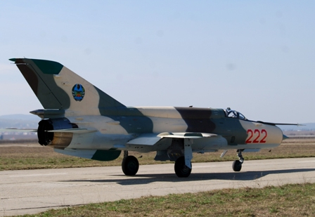 photo mozambique air force taxying at bacau
