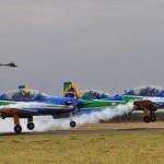 """Esquadrilha da Fumaça agita """"Domingo Aéreo"""" da Academia da Força Aérea"""