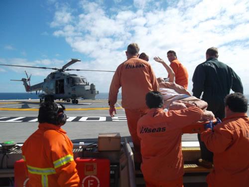 """Aeronave da Marinha do Brasil a espera do tripulante do NM """"SOLITAIRE"""""""
