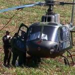 Helicóptero Esquilo da Força Aérea faz pouso forçado em canavial na região de Descalvado (SP)