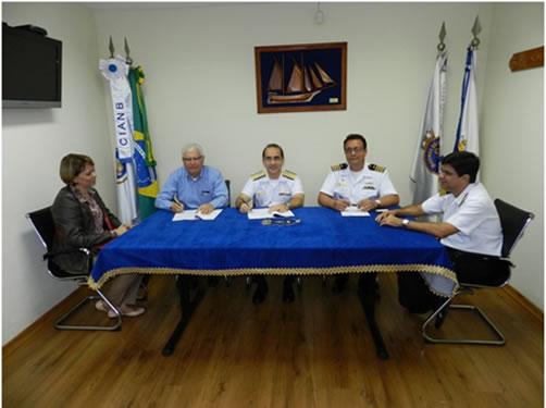 Assinatura do contrato entre a Marinha do Brasil e a empresa Lopez Marinho Engenharia e Construções LTDA
