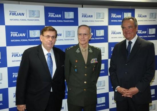 Comandante-do-Exercito-recebe-homenagem