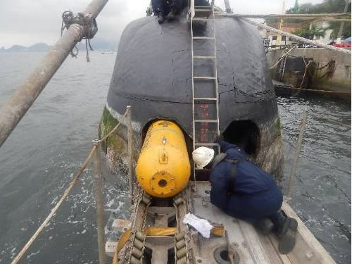 Embarque das minas no Submarino