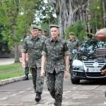 Visita do Comandante do Exército à Força de Pacificação Maré