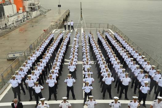 Guardas-Marinha em formatura no navio
