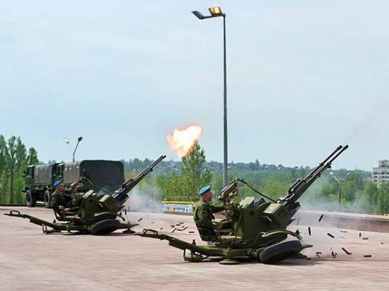 O ZU-23-2 é um canhão antiaéreo duplo projetado no final da década de 1950 na União Soviética.