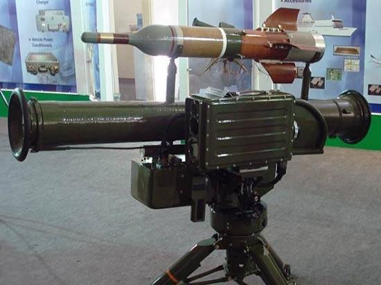 O míssil Hongjian-8 (ou HJ-8) é um projeto chinês dos anos 80. É fabricado na China e no Paquistão. O míssil é disparado de um lançador tubular e guiado por um fio até o alvo.