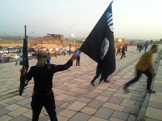 Os jihadistas do Estado Islâmico do Iraque e do Levante (EIIL) vêm exibindo uma variedade impressionante de armas. Muitas foram capturadas do próprio exército iraquiano.
