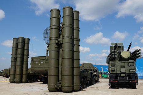 Sistema de mísseis de defesa aérea S-400 Triumf Foto Olga Sokolova