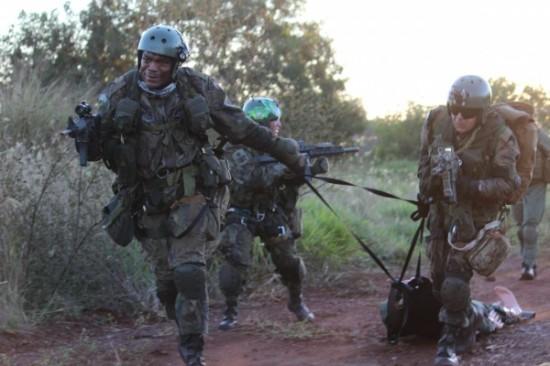 Treinamento de CASEVAC (da sigla, em ingles, para Casualty Evacuation) Foto Ag Força Aérea