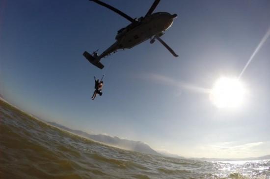 Treinamento de resgate do Esquadrão Pantera em Florianópolis.