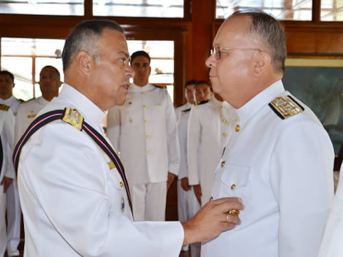 Vice-Almirante Savio é condecorado com a Medalha Ordem Cruz Peruana do Mérito Naval