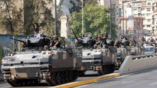 comboio-do-exercito-libanes-patrulha-regiao-apos-conflitos-entre-militares-e-um-manifestantes-em-beirute-1350902121130_1920x1080