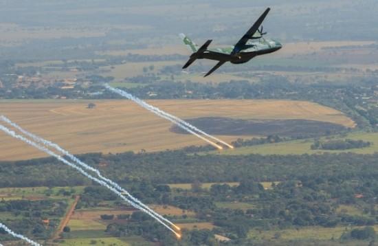lançamento de Flares e manobra evasiva pelo C-105 Foto Sgt Batista