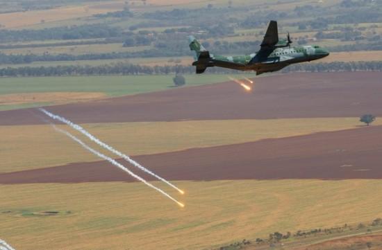 lançamento de Flares pelo C-105 Foto Sgt Batista.2