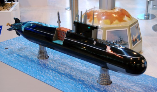 BrahMos_missie_on_Lada_class_non-nuclear_submarine_maqette