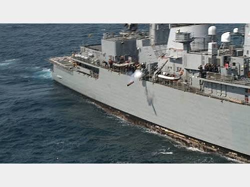 "Fragata ""Rademaker"" lançando o torpedo MK46"