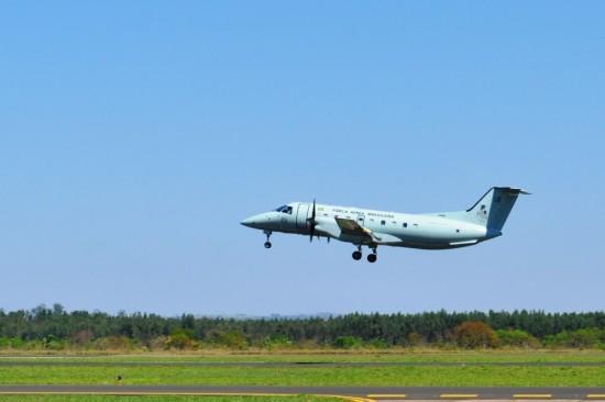ribeiro_e Avião de apoio da missão pertence ao 4º Esquadrão de Transporte Aéreo - 4º ETA